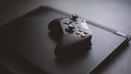 С аквариумом и необычным контроллером: Xbox представила консоль Series S Free Guy Edition